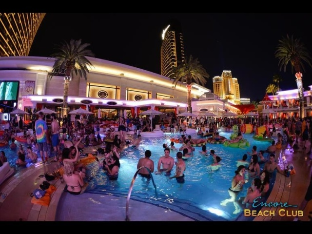 Encore Beach Club At Night Enjoy A 60 000sq Ft Outdoor Oasis While Enjoying The Three Pools Under Stars Accompanied By World Cl Talent